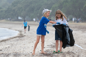 Linnea Quinn and friend Sylvie McDonald, both 7, help to clean up Auckland's Okahu Bay. Photo / Richard Robinson