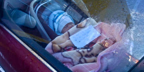 Shopping mum leaves baby in car with note