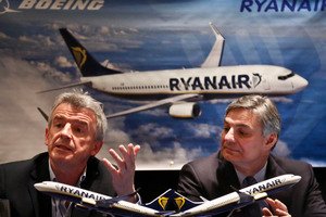 Michael O'Leary, left, CEO Ryanair, and Ray Conner, President and CEO Boeing, at a press conference in New York. Photo / AP