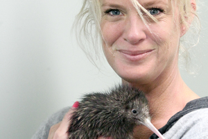 Rachel Hunter with the kiwi named Hunter. Photo / Stephen Parker