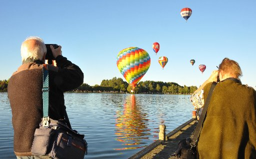 PICTURE PERFECT: Balloons Spash'n Dash at Henley lake. The colourful event was a big draw card for shutterbugs.