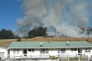 The grass fire on Mt Stewart. Photo / Elizabeth Mortland