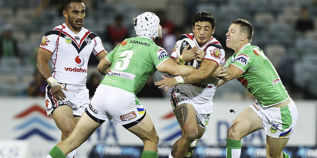Kevin Locke fails to evade two Canberra opponents. Photo / Getty Images