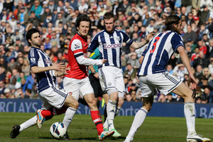 West Bromwich Albion's Claudio Yacob, left and Chris Brunt attempt to tackle Arsenal's Tomas Rosicky during their English Premier league soccer match. Photo / AP