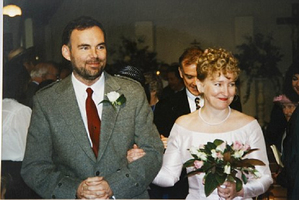 Morris married second wife Felicity Drumm, a Kiwi, in 1997.