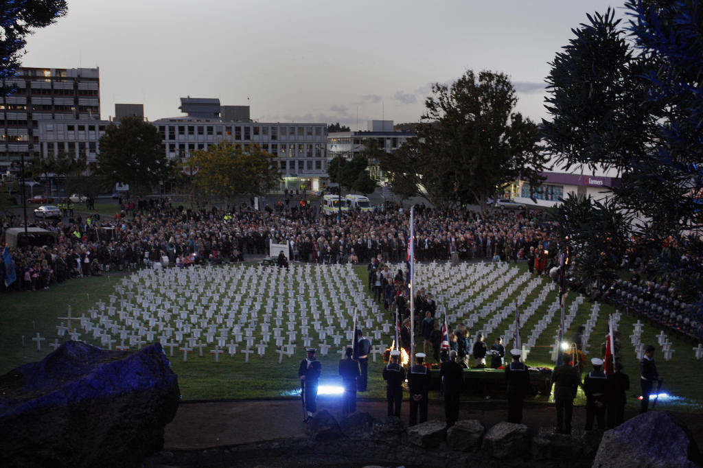 Whangarei showed it won't forget its war dead as more than 5000 people crowded into Laurie Hall Park yesterday for the Anzac Day dawn ceremony.