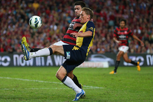 Wanderers captain Michael Beauchamp contests the ball with Daniel McBreen of the Mariners. Photo / Getty Images