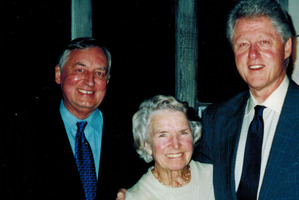 Dr David Campion (left) with his office administrator Marva Peterson and former US President Bill Clinton. Photo / Supplied
