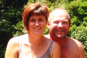 Jo Mellow, seen here with husband Shane, was crushed and killed by a car as she jogged along a street in Morrinsville on Saturday. Photo / Supplied