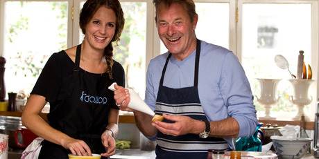 Grant bakes with Julia Crownshaw of 'NZ's Hottest Home Baker'. Photo / Michael Craig