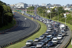 Traffic travelling west on the north western motorway. Photo / APN