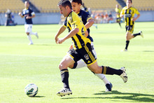 Dani Sanchez of the Phoenix holds off the defence of Trent Sainsbury of the Mariners. Photo / Getty Images