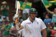 Graeme Smith is leading his country for the 99th time in a test at Port Elizabeth. Photo / AP