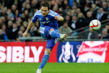 Sir Alex Ferguson has been monitoring Frank Lampard's position at Chelsea and is considering making a sensational summer move for the player. Photo / Getty Images
