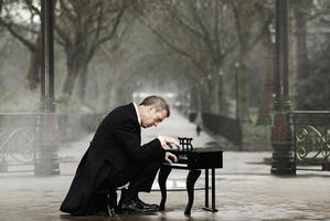 Album cover for Didn't It Rain by Hugh Laurie. Photo / Supplied