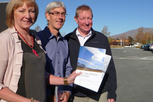 Waitaki MP Jacqui Dean (left), Mackenzie Country shared vision forum chairman Richard Thomson and Minister of Conservation Nick Smith (right) with the Mackenzie Agreement. Photo / David Bruce