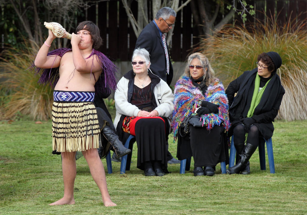 Maihi Cook, of Tangoio, summons all to attention for the arrival of the visitors for the historic signing.