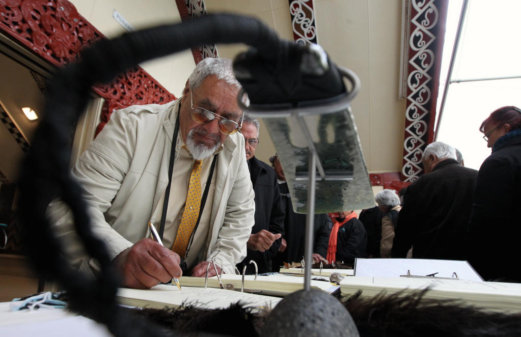 Pitarangi Hiha takes his opportunity to sign the Maungaharuru Tangitu agreement.
