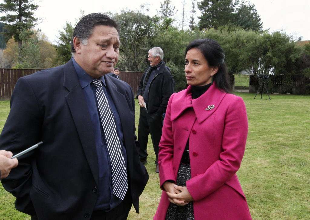 Tania Hopmans (right), who as a student lawyer in 1989 initiated latest research and eventually led the hapu through negotiations which led to the settlement.