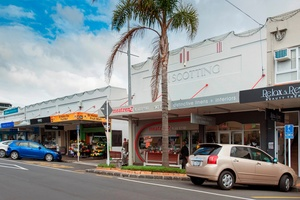 Street view of frontage of the shops included in St Heliers Village sale. Photo / Supplied