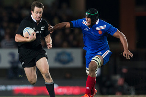 Ben Smith flies past French flanker Thierry Dusautoir. Photo / Greg Bowker