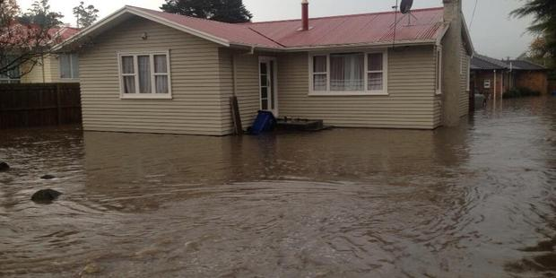 Loading Flooding in West Auckland today. Photo / Philip Duncan / weatherwatch.co.nz