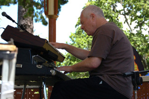 Murray McNabb, composer and performer, died on Sunday after a year-long struggle with cancer.