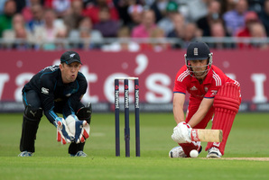 Franklin's opening experience in English conditions may swing decision his way Luke Ronchi, left, has taken seven catches and conceded one bye in 244.1 overs of ODIs in England. Photo / AP