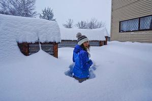 Heavy snow falls at Lake Tekapo came as a pleasant surprise to Tekapo artist Ryo Matsumoto this morning.