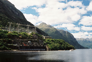 Meridian Energy's Manapouri hydro station supplies power to the Tiwai Pt smelter, the future of which is casting a cloud over the planned Meridian float.
