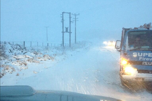 Drivers warned of ice on South Island roads.Photo / Twitter
