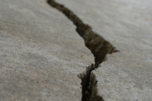 Crack in concrete Photo / Thinkstock