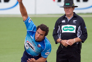 Andre Adams snared two wickets for the Auckland Aces. Photo / Natalie Slade