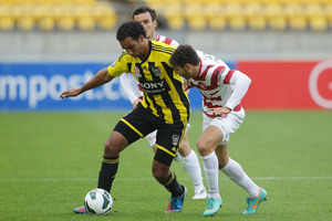 Paul Ifill of the Phoenix holds off the defence of Adam D'apuzzo of the Wanderers.  Photo / Getty Images