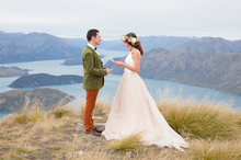 Bride Tamila Efendieva, 27, chose the mountains above Queenstown to say 'I do' to her fiance Gleb Tumasyev, 39. Photo / Alpine Image Co