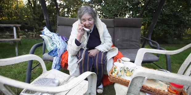 Joan Dodson and husband Rex took refuge on their lawn during the quake. Photo / Tim Cuff