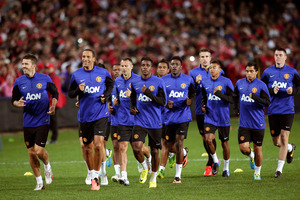 Manchester United players warm up in front of a 22,000 strong crowd during training in Sydney, Australia, Friday, July 19, 2013. Photo / AP.