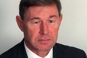 Geoff Thorn has stepped down from his role as general manager of Parliamentary Service.