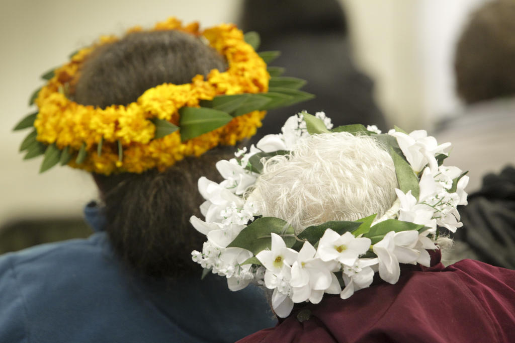 Female members of the Cook Island community donnned wreaths.