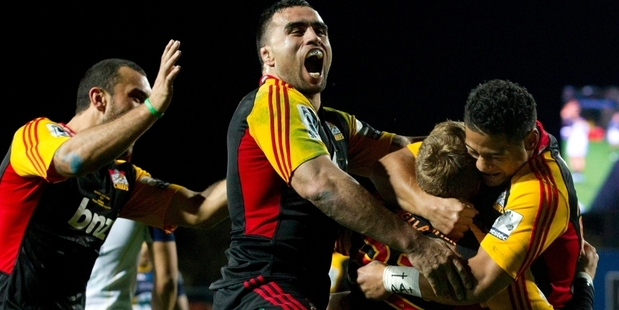 The Chiefs celebrate Robbie Robinson's match winning try in the Super 15 final against the Brumbies. Photo /  Alan Gibson