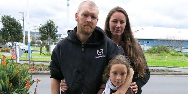 Nigel Hinsley, his partner Kylie Murray and one of three children, Nicole, 8. Photo / APN