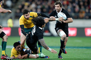 All Blacks second five-eighth Ma'a Nonu gets a pass to centre Conrad Smith during the Bledisloe Cup rugby test. Photo / Mark Mitchell