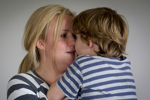 A bus driver left Kimberley Hunter's son Oliver (left, with mum) on the side of the road. Photo / Sarah Ivey