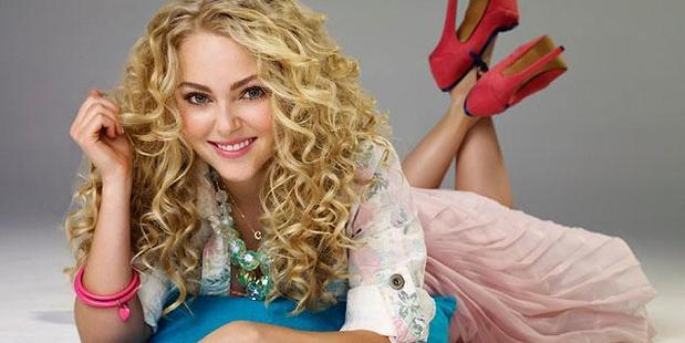 AnnaSophia Robb plays a young Carrie Bradshaw in Sex and the City.