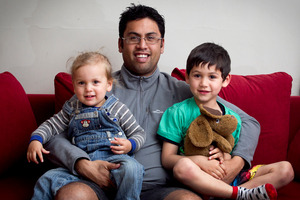 Karl Snowden, who has been through the Triple P parenting course, with his children Maihi, 2, and Kerehoma, 5. Photo / Natalie Slade