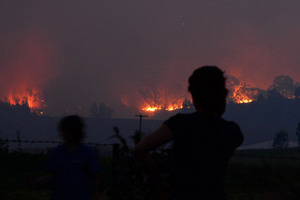 Flames threaten homes in Londonderry, about 60km west of the centre of  Sydney. Photo / Getty Images