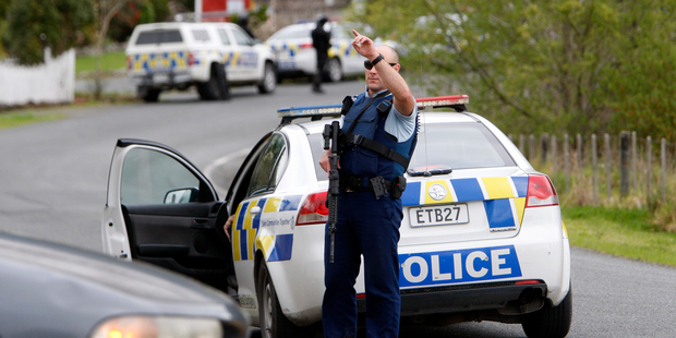 20sep13 - AOS arrest a man at a Mountain View Rd, Hikurangi address, armed police at the cordon at View Rd and Mountain View Rd. PICTURE/Michael Cunningham