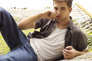 Robert Pattinson wants to get involved in the fashion industry.