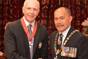 Sir Gordon Tietjens and Governor-General Lieutenant General Sir Jerry Mateparae