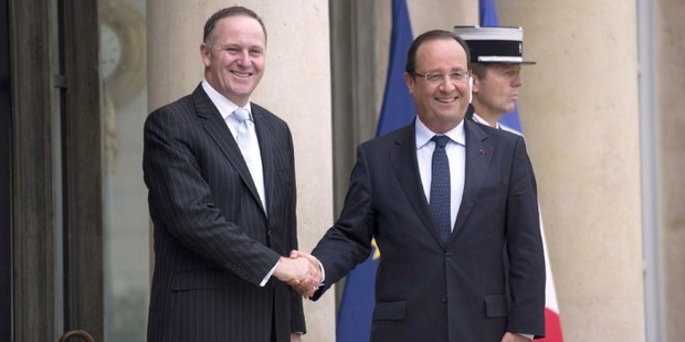 French President Francois Hollande (R) welcomes New Zealand's Prime Minister John Key at the presidential Elysee palace in Paris. Photo / AFP